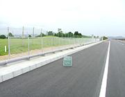 水島処分場護岸道路改修工事の内<br>防護柵設置工事